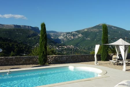 Chateauneuf : Villa with  pool and wonderful views