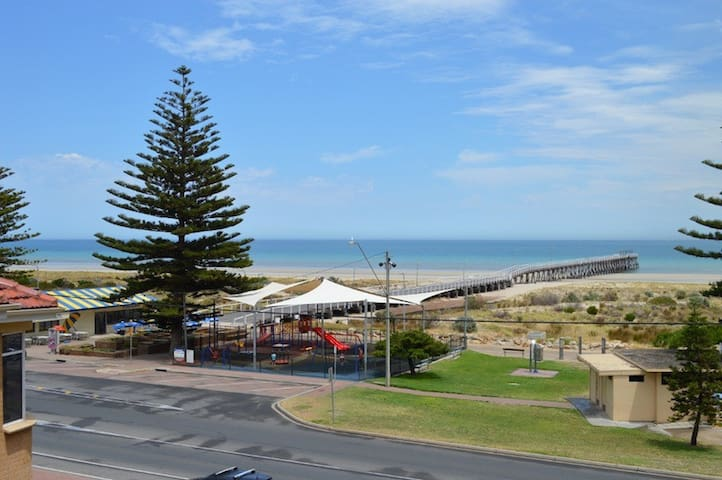 Beachside Location - Largs Bay - Appartamento