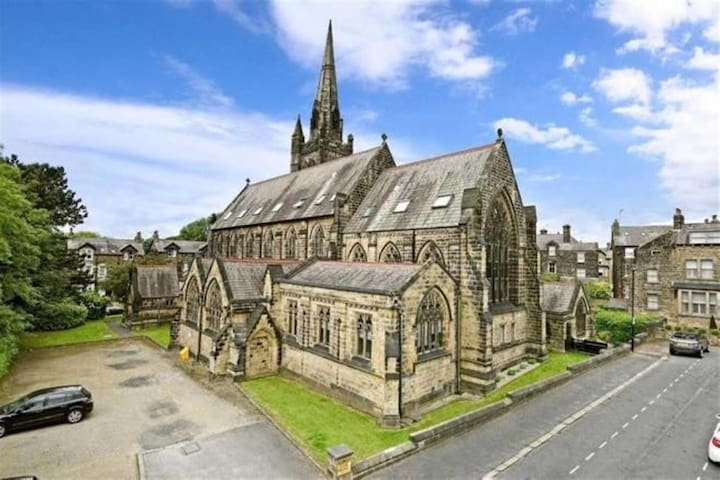 NEW! Newly refurbished apt in beautiful church