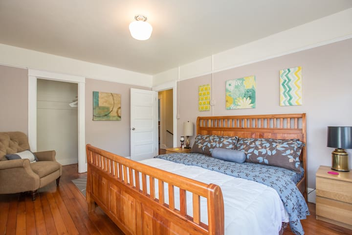 3400sqft Craftsman 7 rooms 2.5 bath