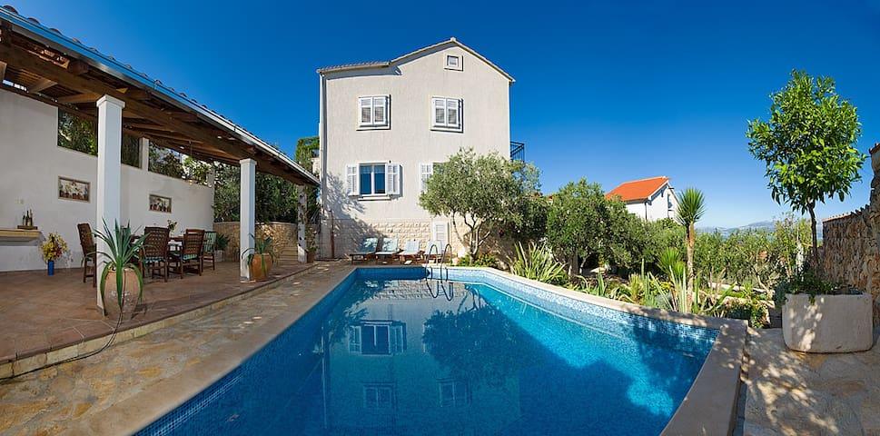 Villa Lukrecia with beautiful garden and pool