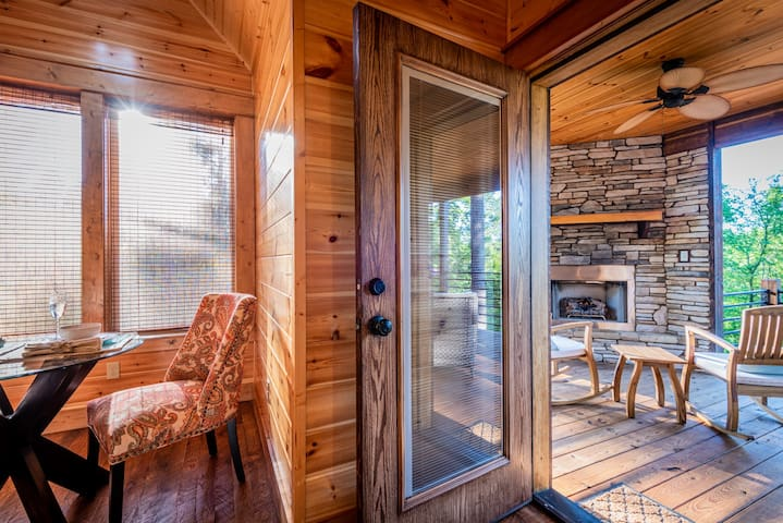 One Bedroom Couples Log Cabin, Hot Tub