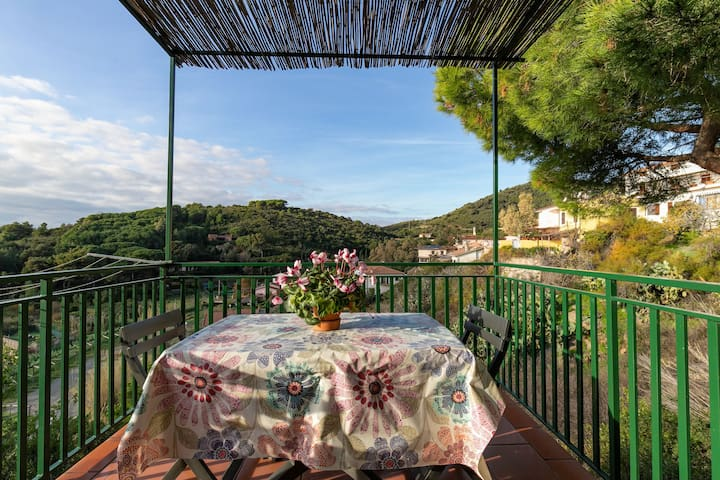 Idyllic Holiday Apartment near the Beach with Terrace and Wi-Fi, Pets Allowed