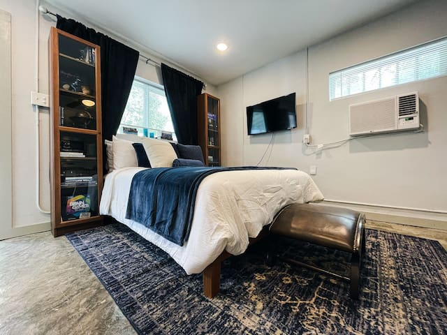 Studio with awesome decor and comfortable queen sized bed!