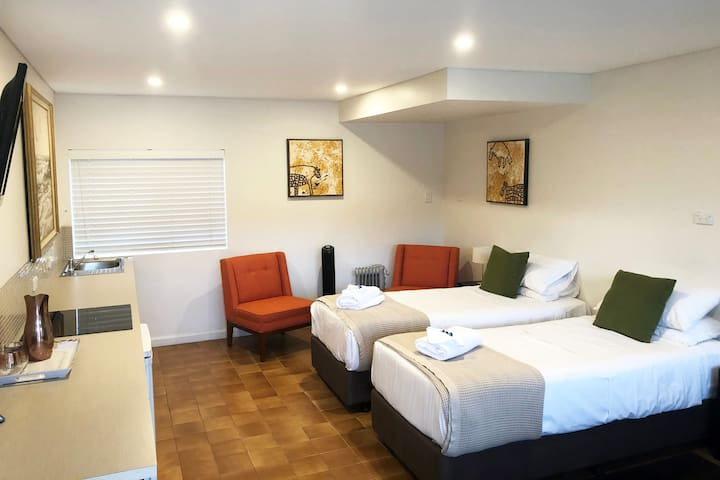 Thirroul Boutique Hotel - Twin Room