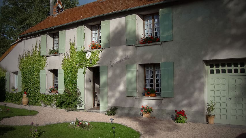 La Chantemillette Table et Chambres - La Crouzille - Bed & Breakfast