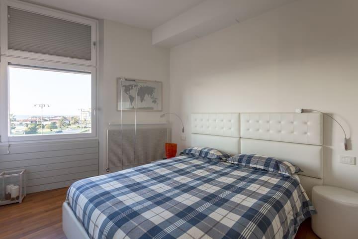 Camera da letto con vista mare