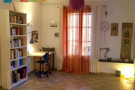 Room in the center! Arte, calma, color, bienvenida - Barcelona