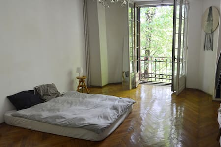 Spacious room in Bucharest's center - Apartment
