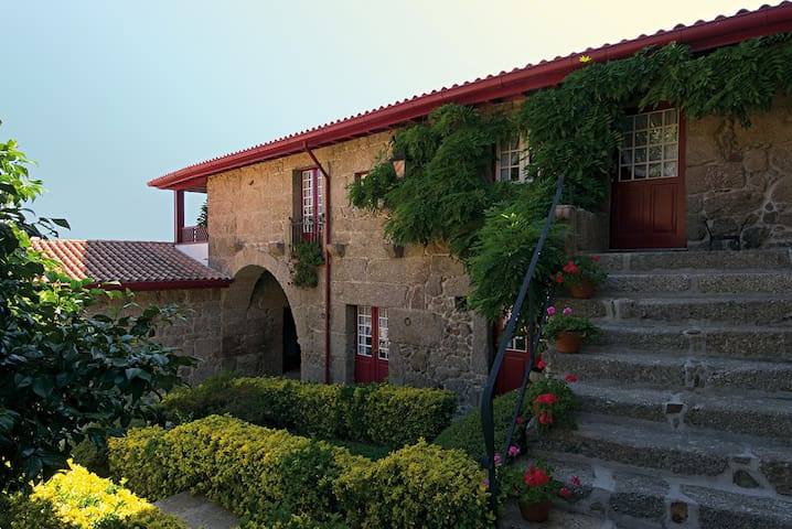 Country villa with private pool - Guimarães