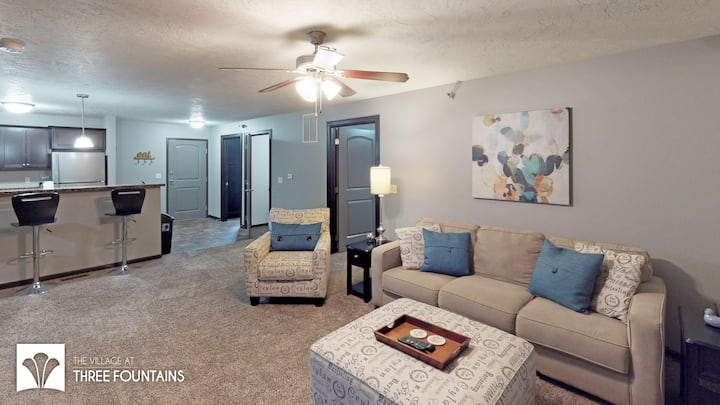 Luxury Apartment w Pool and Attached Garage