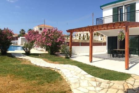 House in Pissouri (HOUSE 2) - Talo