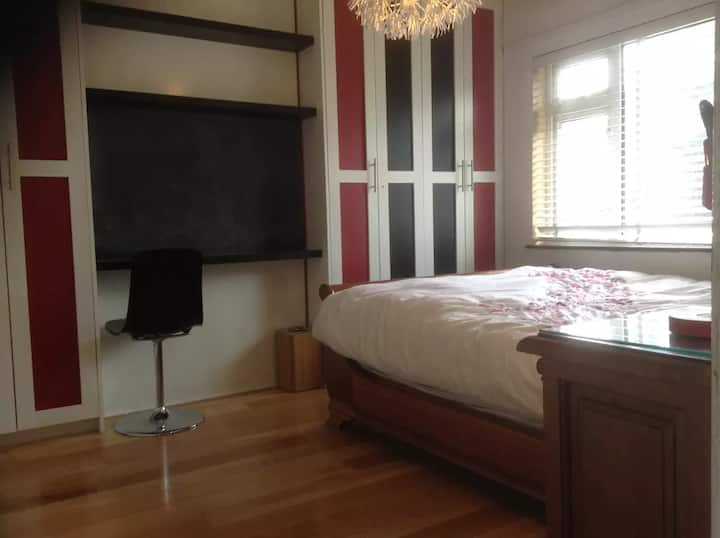 Large Bedroom with Kitchen, WIFI & Parking