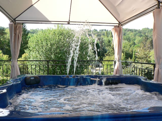 Villa 216m2, 7ch, 16pers : piscine, spa, billard