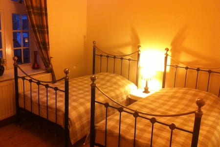 Self Catering Guest Rooms in Duns - Duns - Bed & Breakfast