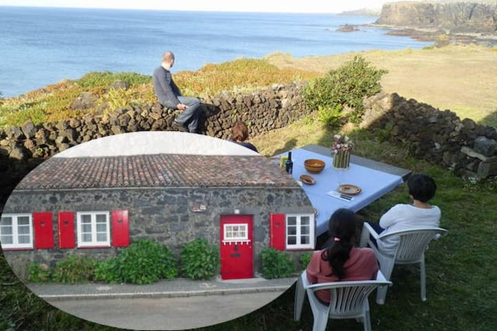 Azores, Rustic Cliff Top Cottage - Ponta Delgada - Talo