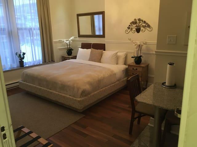 Two bedrooms Condo 1 King + 1 Queen Bed