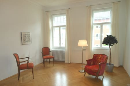 Schwabing-West for female guest