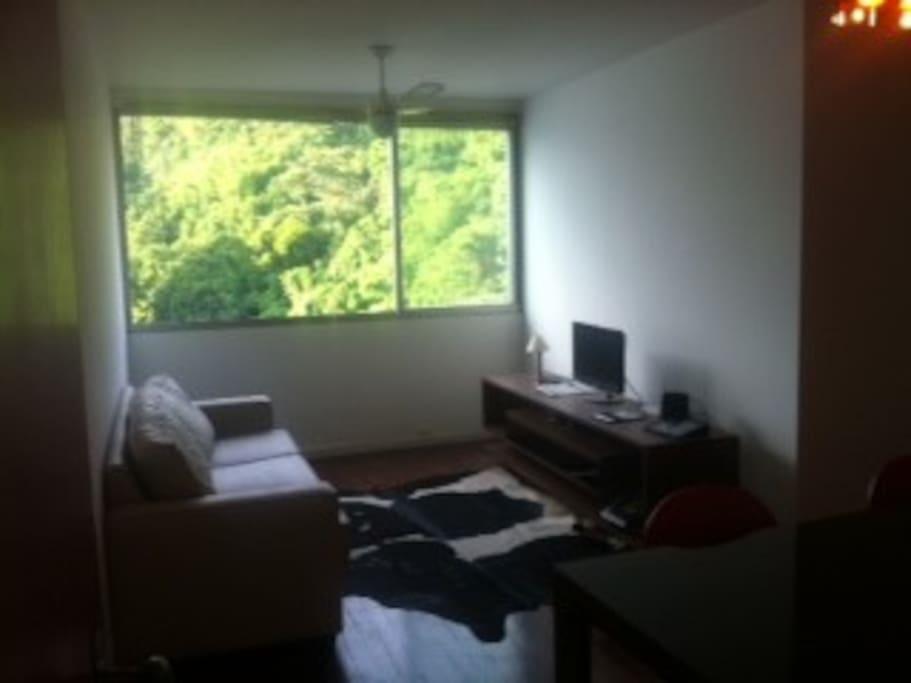sala com TV e WI-FI