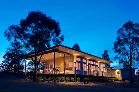 Blue Cliff Retreat - Award Winning - Pokolbin