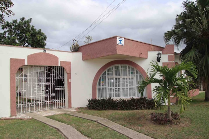Marya's House. 1 Habitacion 200 meters to Viaazul