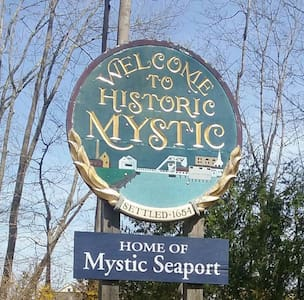 Mystic Apt room, private separate entrance. - Mystic