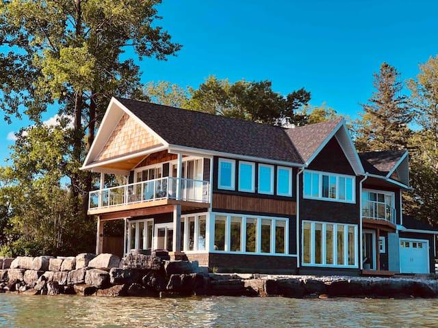 Lake Simcoe Beach House- 12 Guests
