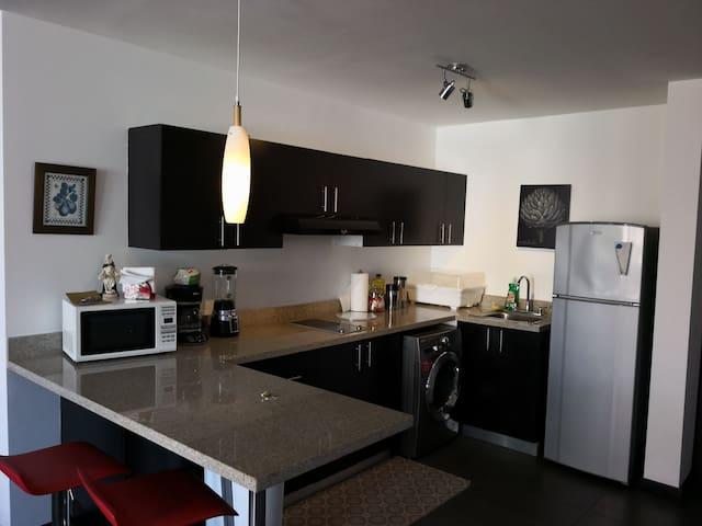 Apartamento en Ave. Reforma, zona 9, Precioso.
