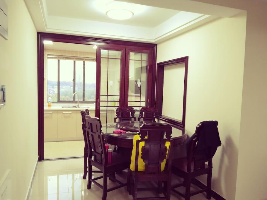 餐厅 连接厨房和客厅 厨房与客厅对流通风