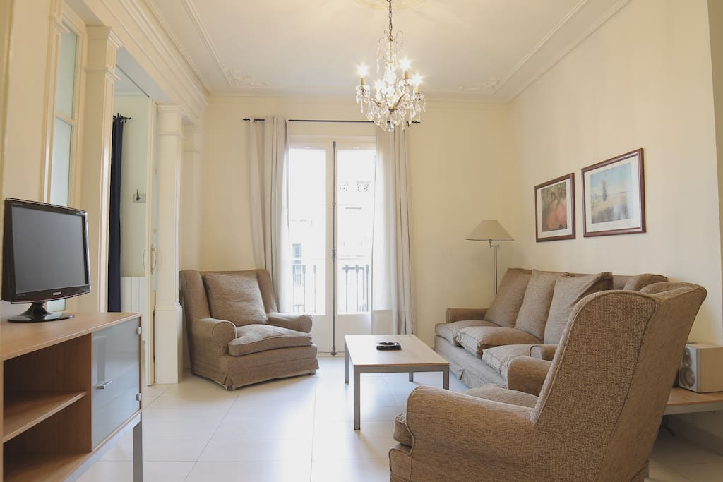 Central apartment fo 5 guests 3 bedrooms g0 apartments for Central apartments barcelona