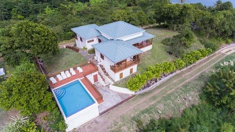Villa med 3 soverom og to bukter på Cabier-stranden med basseng