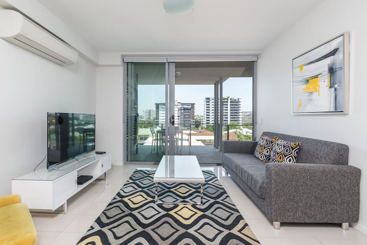 Gorgeous Woolloongabba☆Pool with City Views☆Sauna
