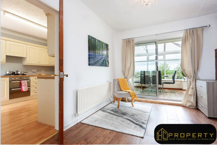 Vale View 2 Bed-Deluxe-Apartment-Private Bathroom