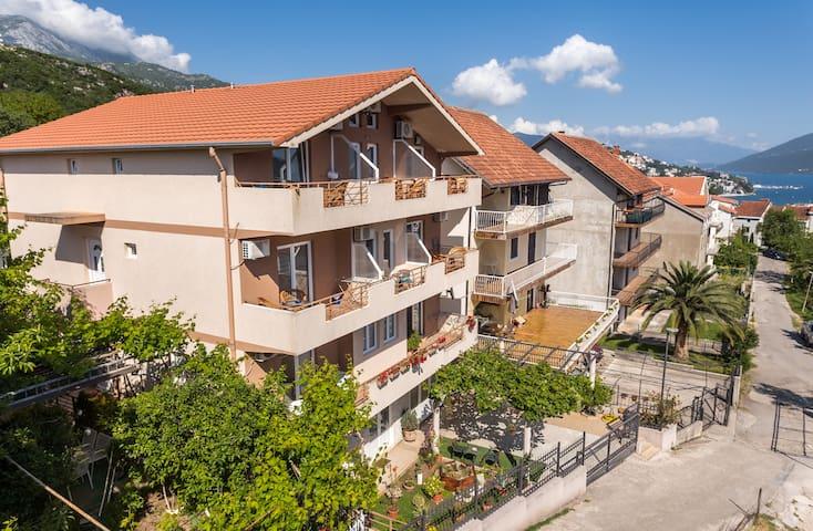 Apartments Igalo, Montenegro - Igalo - Villa