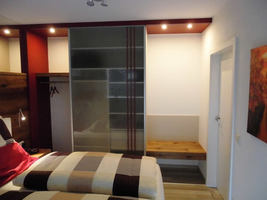 Schlafzimmer mit Kofferbock