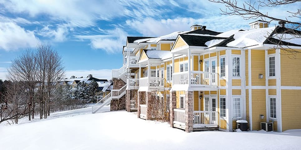 Luxurious 2 Bedroom Ski Condo - Shanty Bay