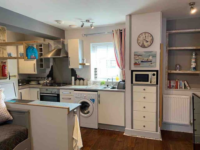 Open plan fully equipped kitchen and breakfast bar