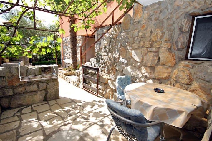 Studio flat with terrace Kornić, Krk (AS-5418-a)