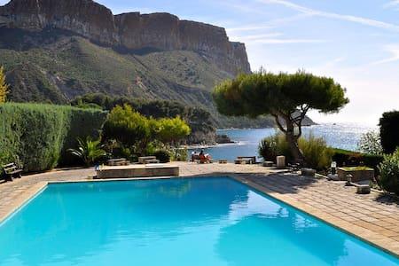 Appartement design avec piscine & accès direct mer - Cassis - Condominium