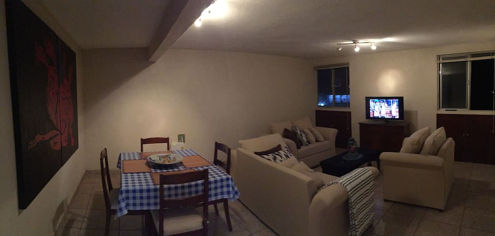 Cómoda Habitación en Depa Fresco e Iluminado