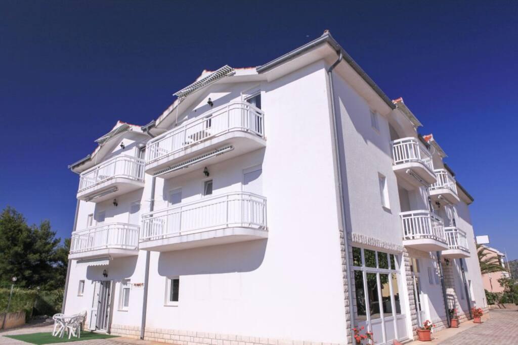 Pohled na balkóny