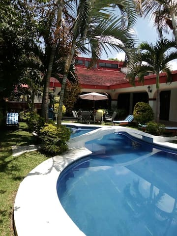 Hermosa casa para 26 personas en Lomas de Cocoyoc