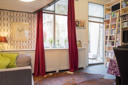 Minihouse historic centre + garden - Leiden