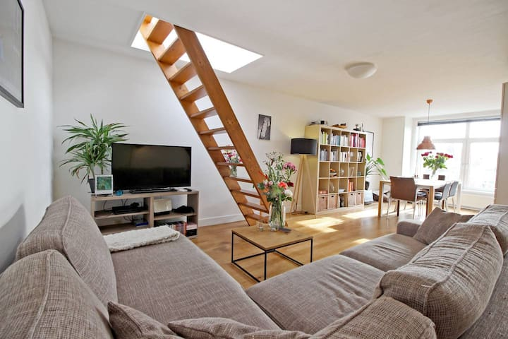 Canalside apartment with amazing roof terrace |2P