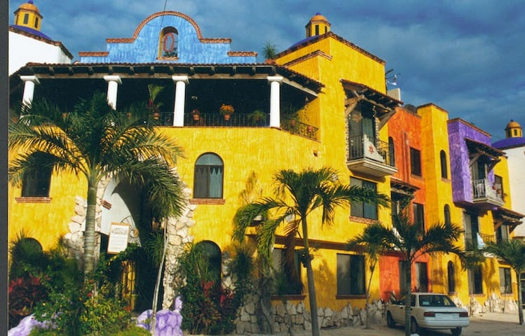 Mexican Charm,Great location!