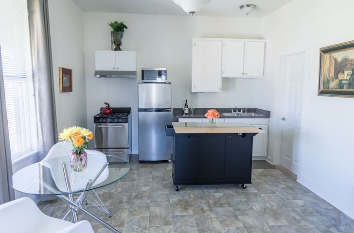 Convenient, Downtown, San Diego location.  All major freeways within minutes!