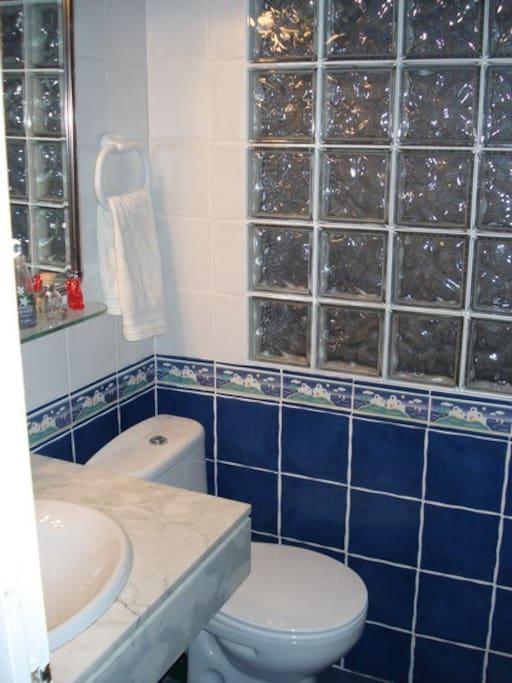 Baño totalmente equipado