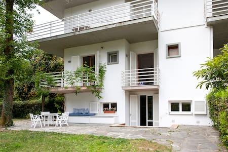 Villa Lagomare - Torre del Lago - บ้าน