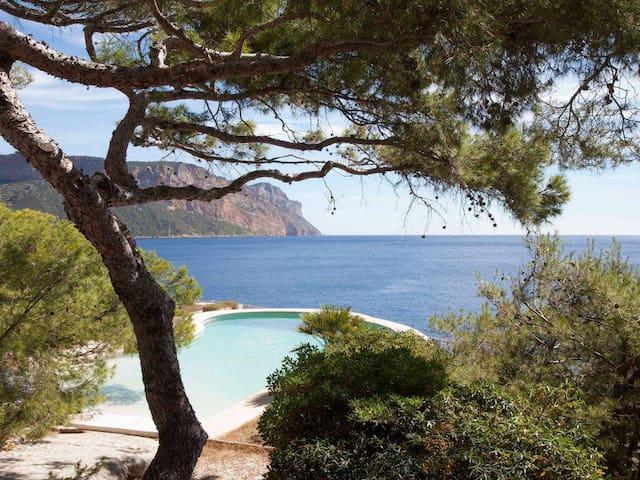 Superbe Villa Pouillon années 50 en front de mer