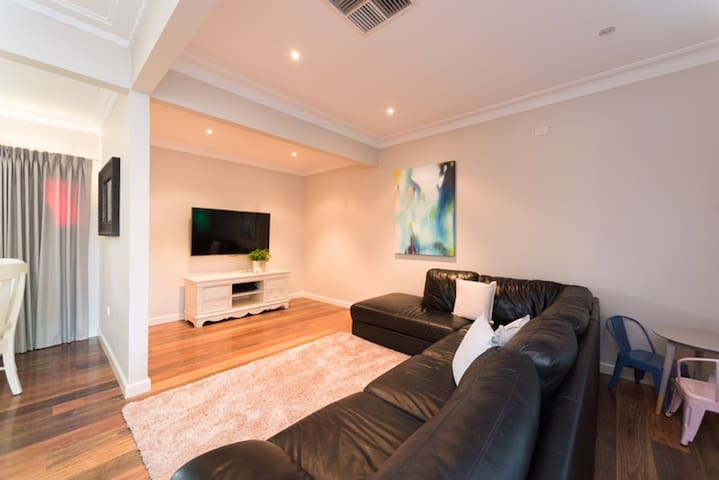 Wagga's Luxury AirBnB Home at an unbeatable price! - Wagga Wagga - House